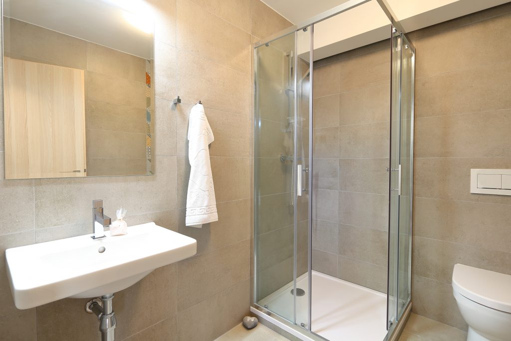 apartmán - sprchový kout